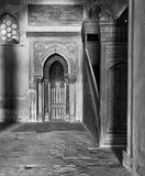 米哈拉布适当位置和Ibn Tulun清真寺成员平台  免版税库存照片