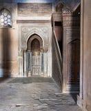 米哈拉布适当位置和Ibn Tulun清真寺成员平台  库存照片