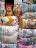 米大袋在加纳的市场上 免版税库存图片