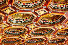 米尔城堡群,白俄罗斯- 2015年7月17日:城堡的内部美妙地装饰了木天花板 免版税图库摄影