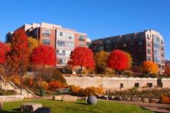 米尔顿着陆公寓住宅区和阴部的步行 免版税库存照片