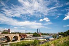 米尼亚波尼斯在密西西比河的石头桥梁 免版税库存图片