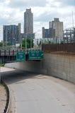 米尼亚波尼斯天桥和都市风景 免版税库存照片