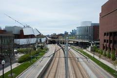 米尼亚波尼斯,明尼苏达,美国-, 2017年:华盛顿在明尼苏达大学的大道购物中心沿着运输绿线 rebuil 库存照片