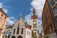米尼奇- 2015年6月08日:慕尼黑,有塔的,巴伐利亚,德国老城镇厅 库存照片