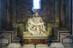米开朗基罗圣母怜子图雕象圣皮特圣徒・彼得,梵蒂冈大教堂的  图库摄影