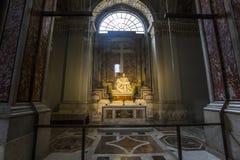 米开朗基罗圣母怜子图雕象圣皮特圣徒・彼得,梵蒂冈大教堂的  免版税图库摄影