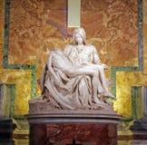 米开朗基罗圣母怜子图 免版税库存图片