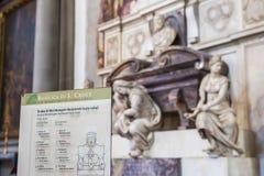 米开朗基罗在三塔Croce,佛罗伦萨大教堂的` s坟茔  库存照片