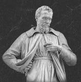 米开朗基罗在多数著名佛罗伦萨博物馆乌菲齐门面的雕塑画象  免版税库存图片