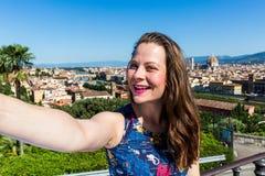 米开朗基罗广场的女孩在佛罗伦萨,意大利在夏天201 免版税库存照片