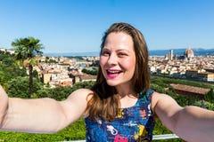 米开朗基罗广场的女孩在佛罗伦萨,意大利在夏天201 免版税图库摄影