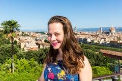 米开朗基罗广场的女孩在佛罗伦萨,意大利在夏天201 免版税库存图片