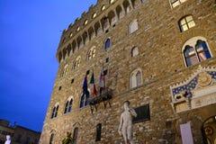米开朗基罗的大卫在晚上在佛罗伦萨 库存照片