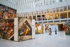 米开朗基罗` s西斯廷教堂由发生在世界贸易中心Oculus的Westfield结束陈列在纽约 免版税库存图片