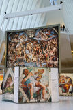 米开朗基罗` s西斯廷教堂由发生在世界贸易中心Oculus的Westfield结束陈列在纽约 免版税图库摄影