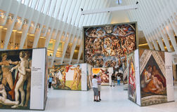 米开朗基罗` s西斯廷教堂由发生在世界贸易中心Oculus的Westfield结束陈列在纽约 图库摄影