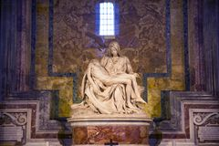 米开朗基罗` s PietÃ在圣皮特圣徒・彼得` s大教堂的最著名的纪念碑 免版税库存图片