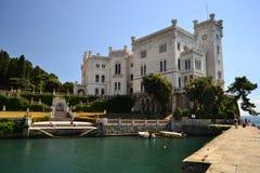 米拉马尔城堡的里雅斯特,意大利 库存图片