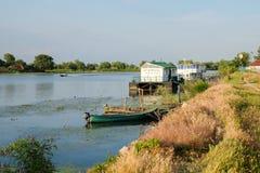 米拉23,罗马尼亚, 2017年6月:米拉23个渔船在多瑙河台尔 库存照片