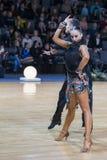 """米斯克,白俄罗斯†""""12月17,2017 :专业舞蹈夫妇执行青年拉丁美洲的节目 库存图片"""