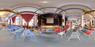 米斯克,白俄罗斯- 2018年:3D有360党顶楼内部的视角的球状全景与阶段和椅子的 为vi准备 库存图片