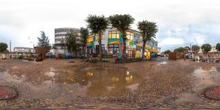 米斯克,白俄罗斯- 2018年:3D露天庭院球状全景有水坑的与360视角 为虚拟现实准备 库存图片