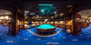 米斯克,白俄罗斯- 2015年2月:充分的无缝的球状全景360度渔在豪华时髦的金赌博娱乐场里面内部  免版税库存照片