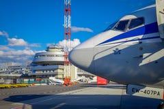 米斯克,白俄罗斯- 2018年5月01日:上图波列夫图-154 EW-85741 Belavia航空公司的室外观点的unidentiifed人民 免版税库存照片