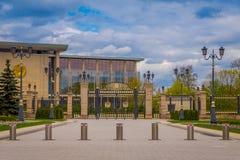 米斯克,白俄罗斯- 2018年5月01日:共和国的宫殿是文化的白俄罗斯语和位于的商业中心 免版税图库摄影
