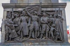 米斯克,白俄罗斯- 2018年5月01日:关闭在纪念碑的被雕刻的金属结构以纪念苏联军队胜利  免版税库存图片