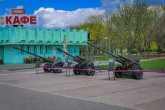 米斯克,白俄罗斯- 2018年5月01日:军用设备的陈列室外看法从在纪念品附近的二战 库存照片