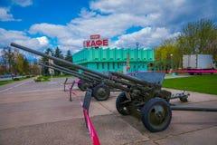 米斯克,白俄罗斯- 2018年5月01日:军用设备的陈列室外看法从在纪念品附近的二战 免版税库存图片