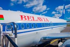 米斯克,白俄罗斯- 2018年5月01日:图波列夫准备在飞行前的图-154 EW-85741 Belavia航空公司室外看法在 库存图片