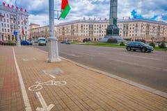 米斯克,白俄罗斯- 2018年5月01日:汽车室外看法接近胜利正方形的在城市,一个难忘的地方的中心 库存图片