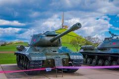 米斯克,白俄罗斯- 2018年5月01日:苏联重的坦克室外看法是2巨大爱国战争,展览  库存照片