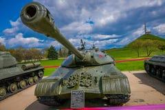 米斯克,白俄罗斯- 2018年5月01日:苏联重的坦克室外看法是2巨大爱国战争,展览  库存图片
