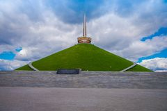 米斯克,白俄罗斯- 2018年5月01日:荣耀,一部分第二次世界大战小山的纪念品的Khatyn纪念复合体 库存照片