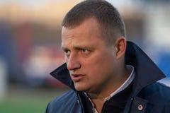 米斯克,白俄罗斯- 2018年4月7日:Vitaly Zhukovsky, FC Isloch主教练在白俄罗斯语以后接受采访 库存照片