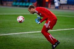 米斯克,白俄罗斯- 2018年3月31日:守门员救球在白俄罗斯语英格兰足球超级联赛足球比赛期间的球在FC之间 库存图片