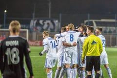 米斯克,白俄罗斯- 2018年3月31日:在白俄罗斯语英格兰足球超级联赛足球比赛期间,足球运动员庆祝目标 免版税库存照片