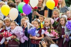 米斯克,白俄罗斯- 2018 9月1日,一年级学生和他们paren 免版税库存图片