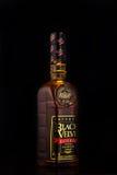 米斯克,白俄罗斯- 2017年1月04日:瓶黑天鹅绒储备加拿大人威士忌酒 库存图片