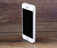 米斯克,白俄罗斯- 2016年4月16日:苹果计算机iPhone 5, 5S 白色versi 库存照片