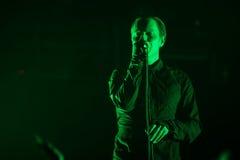 米斯克,白俄罗斯- 3月15 :冰岛电子带Gus Gus在稀土执行:公开俱乐部在米斯克 库存照片