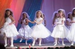 米斯克,白俄罗斯- 8月31 :?从舞蹈演播室飞溅hildren在2014年8月31日的联合音乐会在米斯克,白俄罗斯 图库摄影