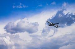 米斯克,米斯克国家机场,白俄罗斯- 2016年5月06日:巴西航空工业公司E 库存照片