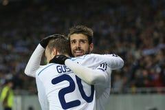 米格尔・维罗索和Oleh庆祝进的球、UEFA欧罗巴16在发电机之间的秒腿比赛同盟回合和埃弗顿的古谢夫 库存照片
