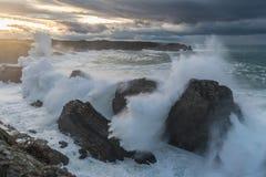 10米波浪在加利西亚阿斯图里亚斯海岸的! 图库摄影