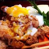 米用切片猪肉和卵黄质 免版税图库摄影